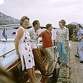 Prinses Beatrix, prins Claus, prins Bernhard en koningin Juliana, Bestanddeelnr 254-7180.jpg