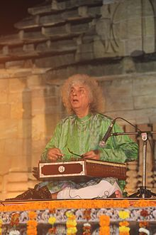 Pt. Shiv Kumar Sharma Performing at Rajarani Music Festival-2016, Bhubaneswar, Odisha, India (05).JPG