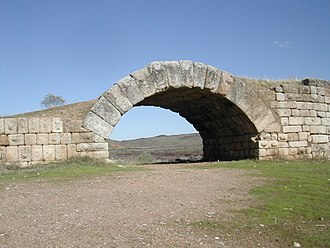 Alconétar Bridge - 2nd floodway. The arch thickness is 1.20 m.