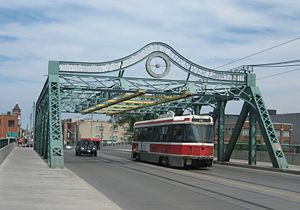 Streetcar suburb - Image: Queen Street Bridge