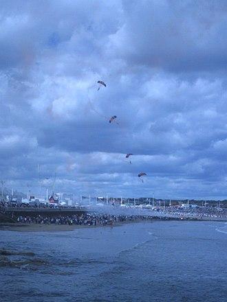 Sunderland International Airshow - Image: RAF Falcons Landing at Sunderland 2007.djm