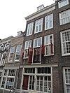 foto van Pakhuis met lijstgevel afgesloten door verkropte kroonlijst