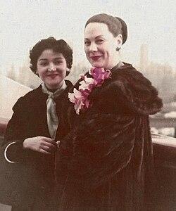 Renata Tebaldi (a destra) nel 1957