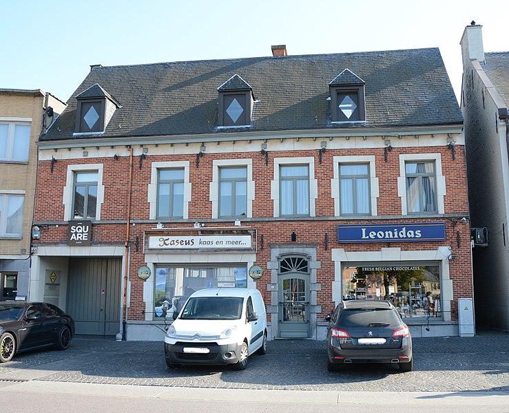 Rijhuis, Markt 8, Sint-Kwintens-Lennik