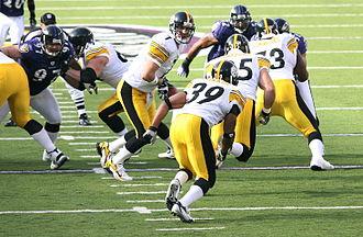 Ravens–Steelers rivalry - Image: Roethlisberger handoff to W Parker