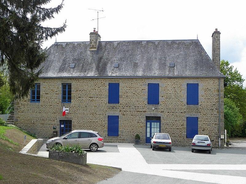 Mairie de Saint-Aubin-Fosse-Louvain (53).