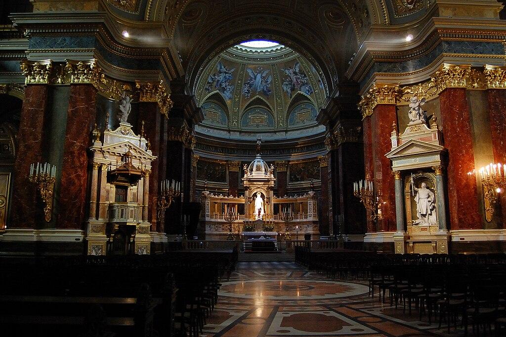 Intérieur de la Basilique Saint Etienne à Budapest - Photo de Petr Šmerkl, Wikipedia