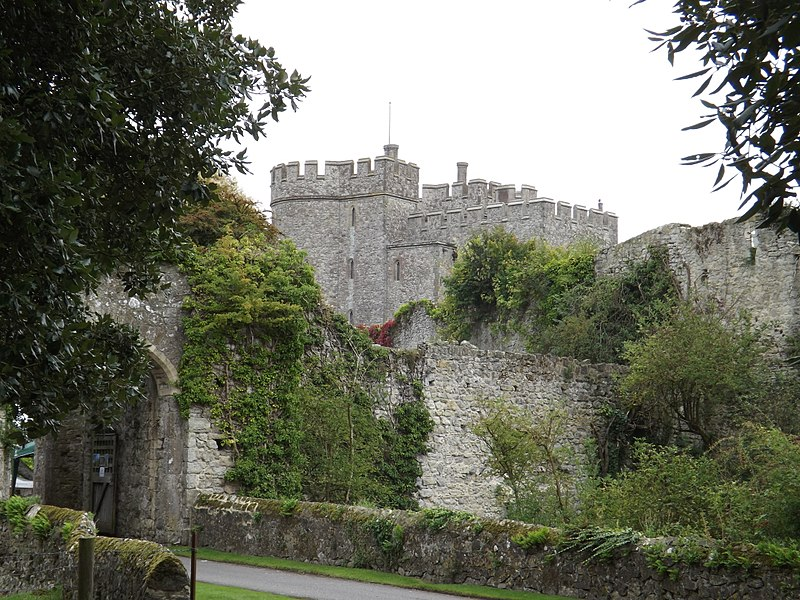 Fichier:Saltwood Castle and wall.JPG