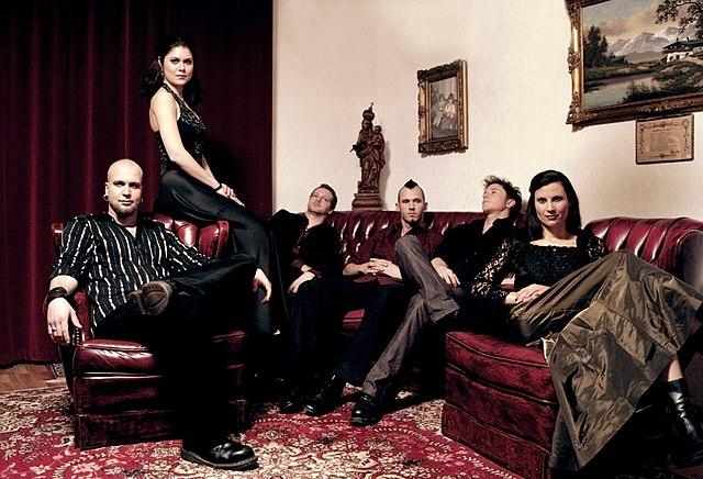 Datei:Schandmaul German Band Living Room.jpeg