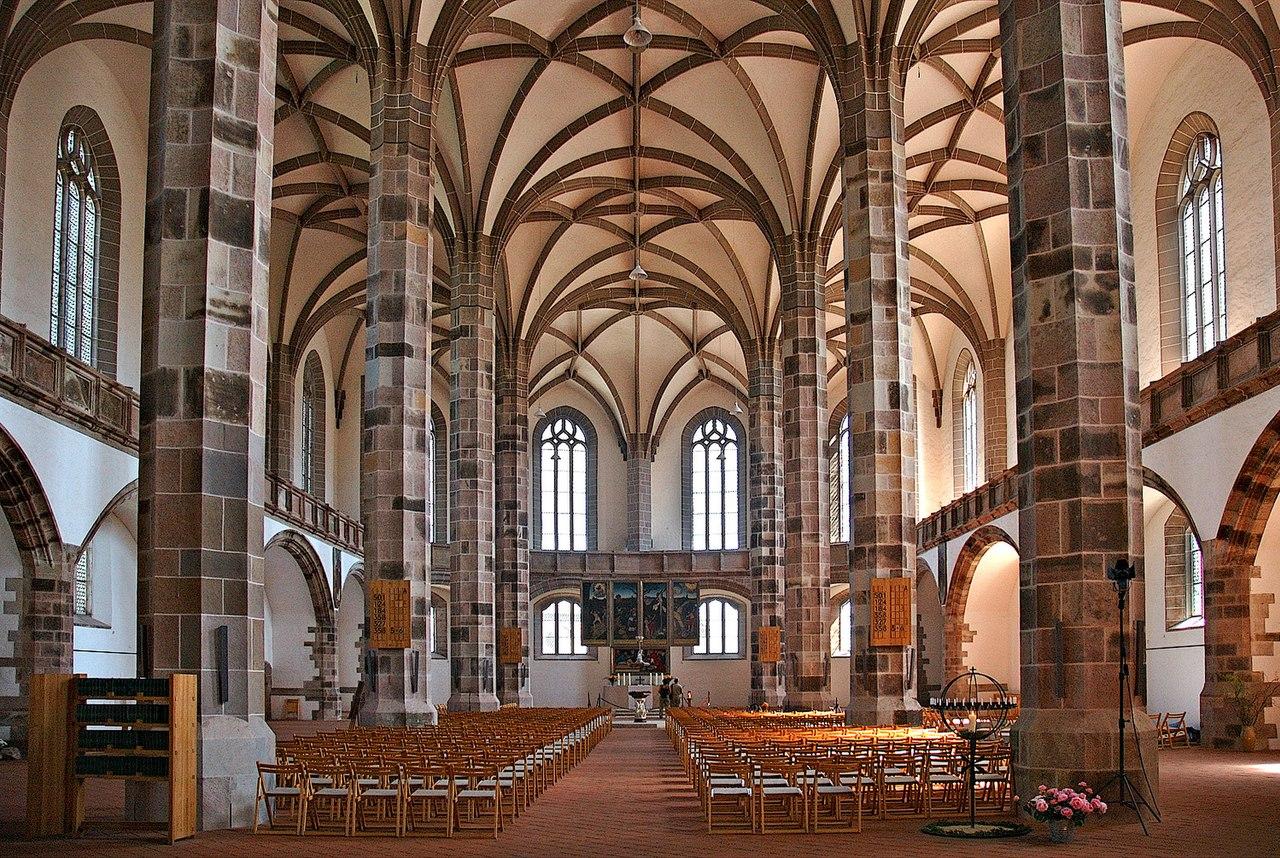 1280px-Schneeberg_St._Wolfgangskirche_inside_2_%28aka%29.jpg