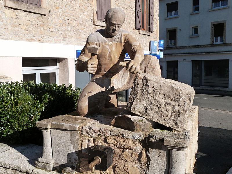 File:Sculpture du tailleur de pierre à Montbazens.JPG