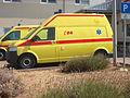 Seitenansicht eines Ambulanzwagen vom Typ VW Transporter in Zadar (Kroatien) (2).JPG