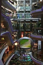 Futuristisches Einkaufszentrum - das Sevens Center
