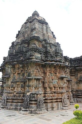 Kalleshwara Temple, Hire Hadagali - Image: Shrine and tower (vimana) of Kalleshvara temple at Hire Hadagali