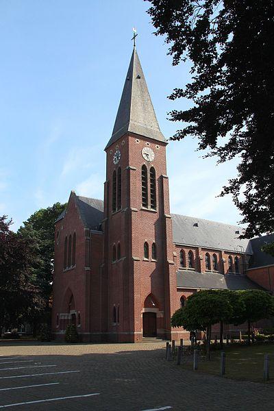Gelegen nabij het station waar na 1854 een nieuwe woonwijk ontstond; de oprichting van de parochie dateert van 1905. Vrijstaande neogotische kerk op beboomd plein. Gebouwd in 1907-08 naar ontwerp van architect Jules Bilmeyer; zwaar beschadigd tijdens de Tweede Wereldoorlog, hersteld in 1946-51.