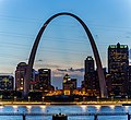 St. Louis Gateway to the West (33897711210).jpg