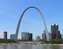 La Gateway Arch et l'Old Courthouse.
