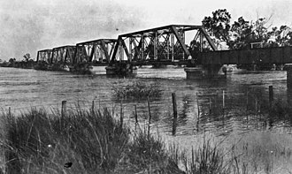 Nogoa River - Image: State Lib Qld 1 15522 Railway bridge in Emerald during a flood, 1918