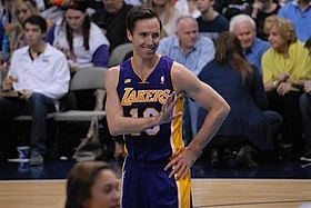 Nash, Los Angeles Lakers formasıyla