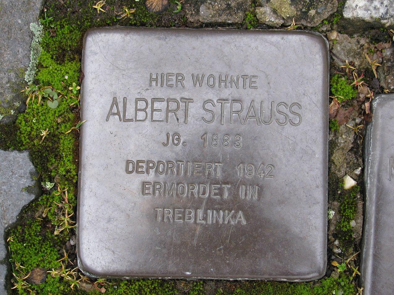 Stolperstein Albert Strauss, 1, Pfarrgasse 17, Mühlheim (Main), Landkreis Offenbach.jpg