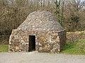 Stone domed beehive hut, Irish National Heritage Park - geograph.org.uk - 1254515.jpg