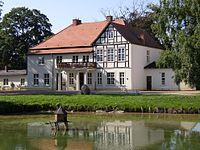 Tellow Thuenen manor.jpg