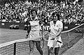 Tennis Nederland tegen Verenigde Staten in Den Haag Betty Stöve (links) en Martina Navrátilová, Bestanddeelnr 930-9117.jpg