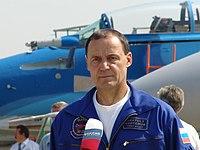 Test-pilot Anatoly Kvotchur at MAKS-2007 airshow.jpg