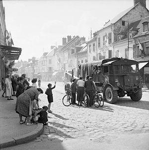 West Riding Artillery - 5.5-inch gun and AEC Matador artillery tractor of 121st Medium Regiment during operations to cross the River Seine at Vernon, 25 August 1944 (IWM BU55)