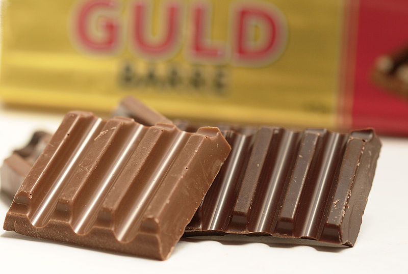 Fil:Toms Guldbarre Chocolate Bar In Pieces.jpg