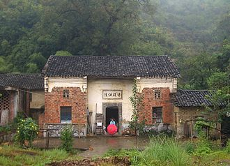 Tongshan County - Image: Tongshan County village home 9872