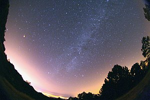 The total Lunar Eclipse allows to see ,Milky W...