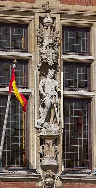 File:Town hall of Dunkerque - statue of Baudoin III de Flandre-7582.jpg