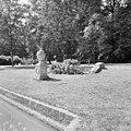 Tuin met siervaas - Heemstede - 20104610 - RCE.jpg