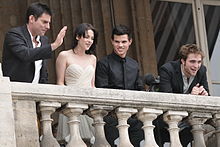 (Left to right) Director Chris Weitz, Kristen Stewart, Taylor Lautner and  Robert Pattinson attending the photocall for New Moon on November 10, 2009,  ...