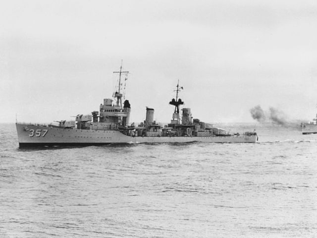 640px-USS_Selfridge_%28DD-357%29_during_exercises_at_sea_in_the_later_1930s.jpg