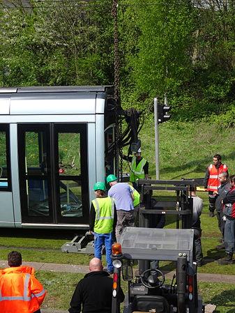 Valenciennes & Anzin - Déraillement de la rame de tramway n° 17 à la sortie du dépôt de Saint-Waast le 11 avril 2014 (053).JPG