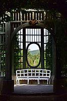 Veitshöchheim - Hofgarten - Treillagepavillon - Innenansicht.jpg