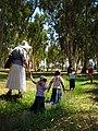 Visitors in Tel Afek מבקרים בתל אפק.jpg