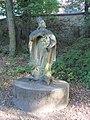Vizovice, socha v zámeckém parku.jpg