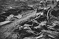 Volltreffer in eine Kolonne auf dem Schlachtfeld bei Pilkem-St. Jean.jpg