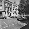 Voorgevels in straat, geparkeerde auto's op de voorgrond - Amsterdam - 20398575 - RCE.jpg