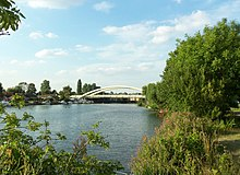 Walton Bridge - Aug 2013.JPG
