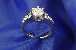 14 kt white gold ring set with one 1.05 carat ...