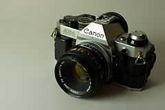 Wikicommons canon ae-1 program canon rrt877.jpg