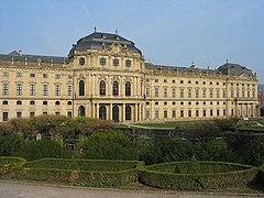 Wuerzburger Residenz vom Hofgarten