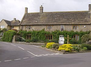 Yetminster - Image: Yetminster Cross geograph.org.uk 438257