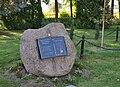 Zdroj JP2 memorial stone 2010-10.jpg