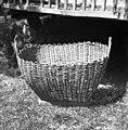 """""""Kašarna"""" (košara) (oče """"spleu"""") za peso, korenje itd. Dno- češnjev les, """"koučki"""" drenovi, ostalo iz leščevih vitr. Gradenc 1957.jpg"""