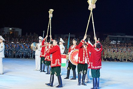 A Tajik military band with Karnays at a military tattoo at Zhurihe Training Base in China, 2014. Pervyi voenno-muzykal'nyi festival' <<Truba mira>> 04.jpg